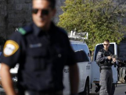 Israeliano accoltellato alla stazione dei bus