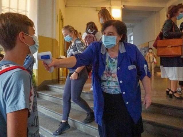 """Termometri a scuola, il Tar boccia il governo e dà ragione al Piemonte: """"Legittimo misurare la febbre"""""""