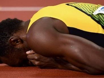 Usain Bolt, finale di carriera da incubo: si infortuna e crolla in pista