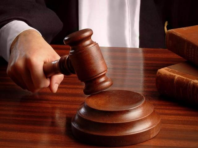 Usa, bambino di nove anni imputato per cinque delitti: avrebbe dato fuoco a casa mobile