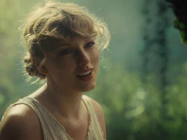 C'è una frase di Taylor Swift perfetta per ogni occasione: ecco le frasi più belle da Folklore