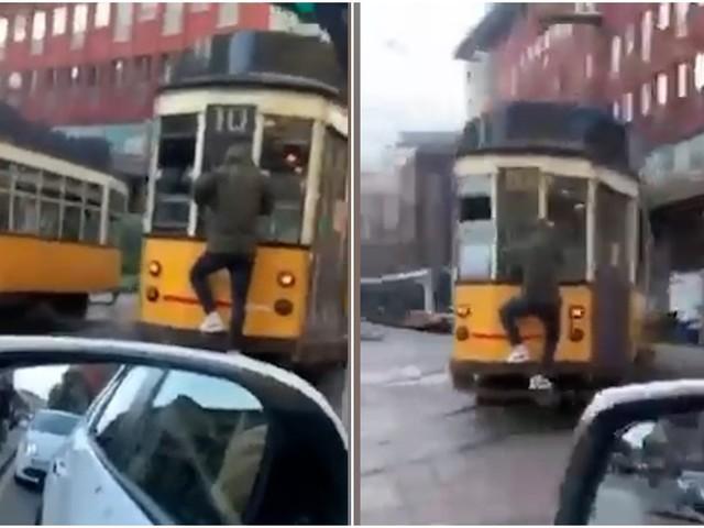 Milano, viaggia aggrappato al tram per le vie del centro: nessun problema di distanziamento per il passeggero acrobata (VIDEO)