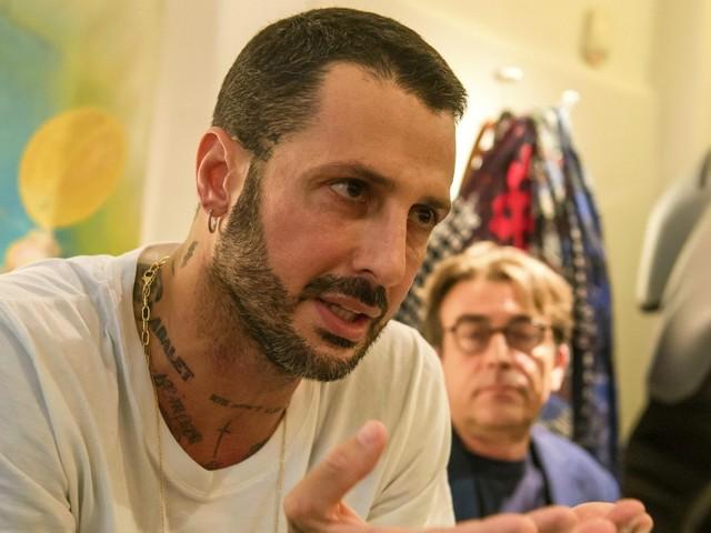 """Fabrizio Corona lascia il carcere. Il giudice: """"Deve curare una patologia psichiatrica"""". Sconterà la pena in un istituto di cura"""