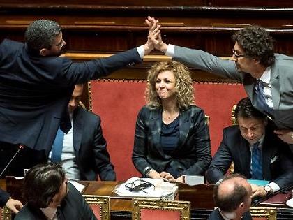 """Luigi Di Maio e Matteo Salvini, la voce in Senato: """"Questa roba qui è finita"""", addio governo"""