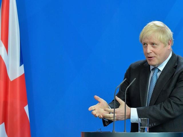 """Johnson: """"Meglio morto in un fosso del rinvio"""""""