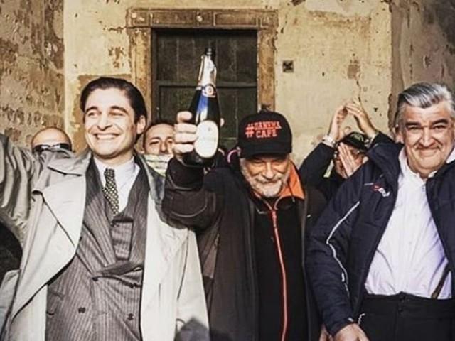 Terminate le riprese de Il Commissario Ricciardi, il saluto di Lino Guanciale e gli auguri di Alessandra Mastronardi (foto)