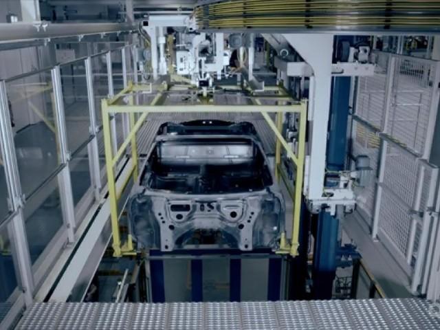 BMW i8 - Un nuovo teaser mostra la sportiva durante i test - VIDEO