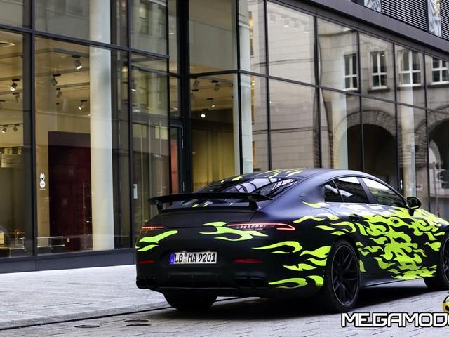 Mercedes-AMG GT, le immagini del primo test su strada