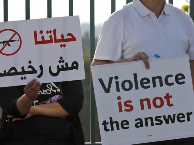 Arabi e ebrei insieme in piazza in Israele per dire no alle violenze