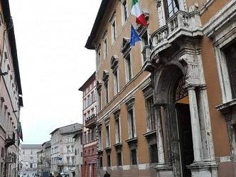 Umbria, Sanità: 4 arresti per le assunzioni in ospedale, bufera nel Pd