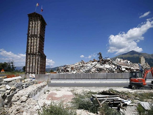 A tre anni dal sisma nel centro Italia i terremotati resistono ancora in mezzo alle macerie