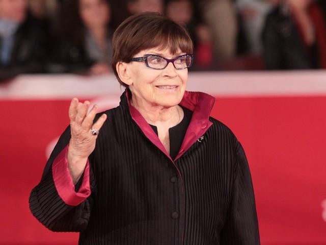 """Camera ardente per Franca Valeri a Roma, la figlia: """"Non fiori ma donazioni per i cani abbandonati"""""""