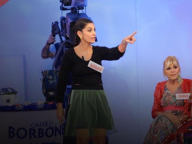 Spoiler Uomini e donne 29 ottobre, Barbara a Gemma: 'Sei falsa, non ti esce una lacrima'
