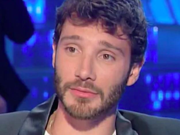 """Malattia Emma, il gesto di Stefano De Martino fa infuriare: """"Rispetto zero!"""""""