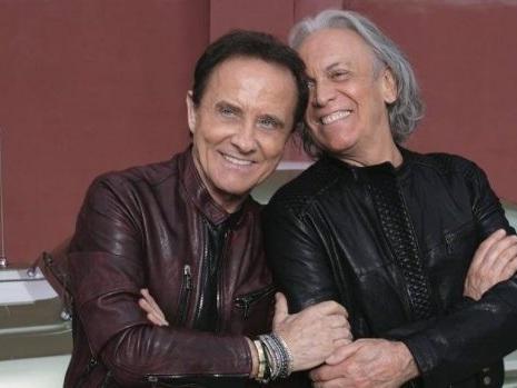 Strade di Roby Facchinetti e Riccardo Fogli è un inno all'amicizia: video e testo del nuovo singolo