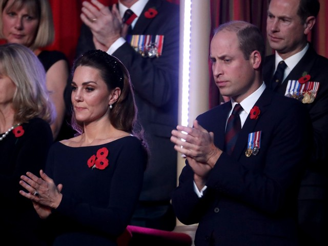 Kate Middleton indossa i gioielli della regina al Remembrance Day