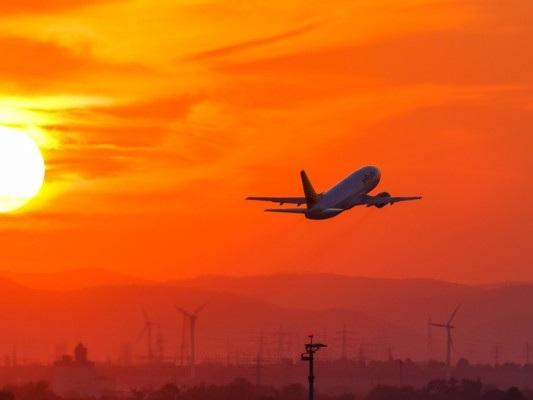 Il traffico aereo continua a salire. Ma non riempie le casse delle compagnie