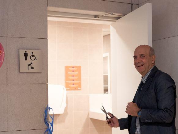 Il fasciatoio per i bebé al Muse di Trento è anche nel bagno dei papà