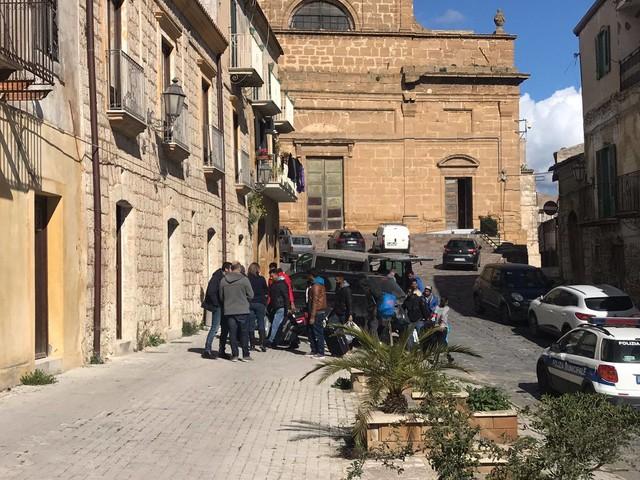Assalto armato contro un centro migranti