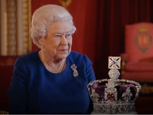 """Funerali Regina Elisabetta tutto pronto: i giornalisti diranno """"Operazione London Bridge"""" e allora sapremo che…"""