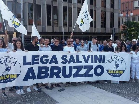 La Lega in piazza a Pescara. Elezioni subito: in Abruzzo golpe bianco di D'Alfonso