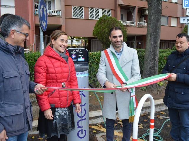 Pomezia, si rafforza collaborazione tra Enel X e Comune: inaugurati due nuovi punti ricarica per veicoli elettrici