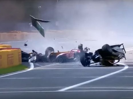 Formula 2, terribile incidente in Belgio: muore il pilota francese Hubert - Video
