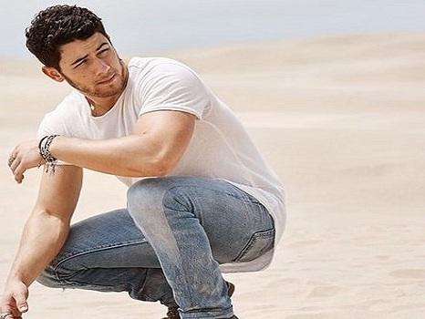 Video, testo e traduzione di Find You di Nick Jonas, singolo innovativo che rompe col passato