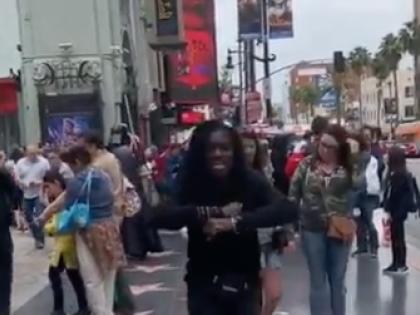Michael Jackson, il fan ballerino gli rende omaggio a Los Angeles e il video diventa virale