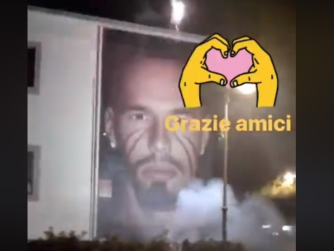 """VIDEO – Fuochi d'artificio davanti al murales di Hamsik a Quarto, il capitano ringrazia """"Grazie amici!"""""""
