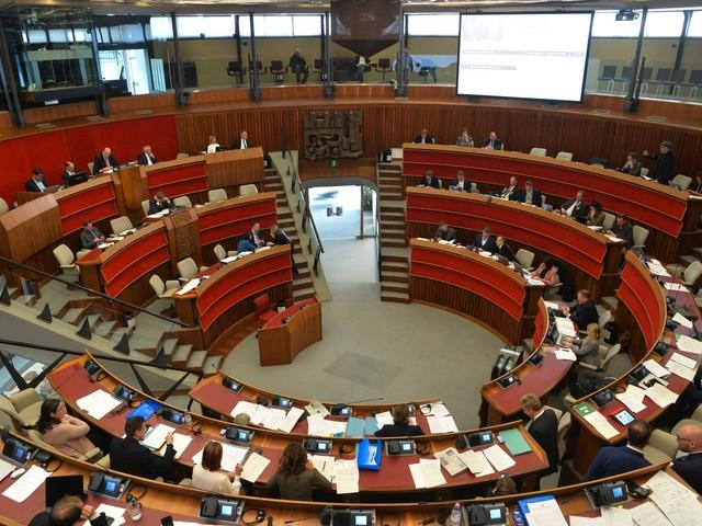 Indennità, Tfr e pensioni ai sindaci Via libera dal consiglio regionale: un aumento di costi per 20 milioni di euro