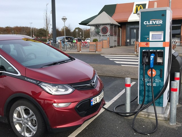 Nel 2020 in Europa boom di vendite di veicoli elettrici, in forte calo le auto a benzina e diesel