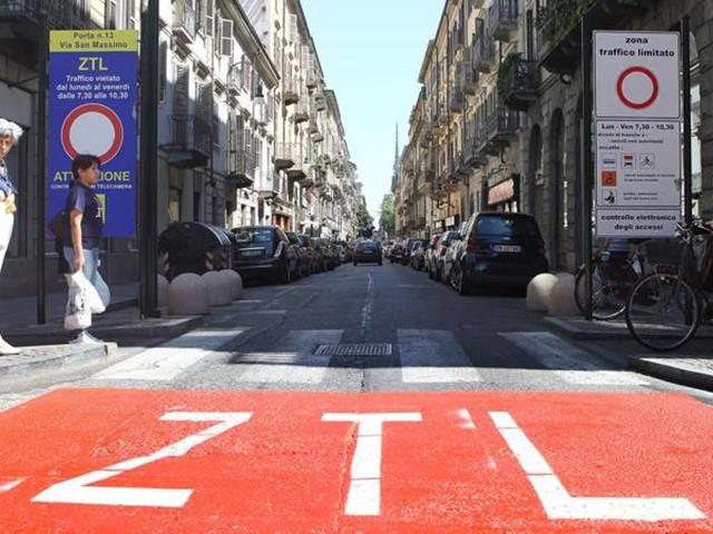 Ztl di Pisa aperta per le auto di donne incinte e le neomamme