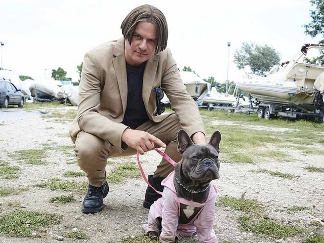 Il colpo del cane: trailer della commedia con Edoardo Pesce