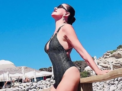 """La Parietti da Ibiza polemica sul tampone: """"Un modo per disincentivare il turismo all'estero"""""""