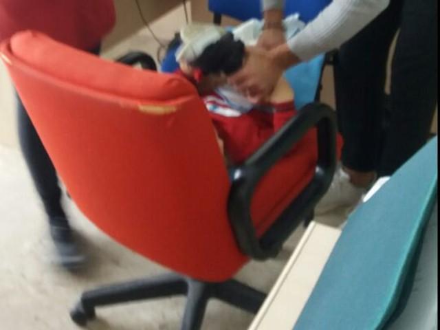 Martina Franca: questa sarebbe l'igiene pubblica. Il cambio del pannolino di un bimbo, fra due sedie dell'ufficio Asl Taranto, l'organizzazione del servizio va cambiata immediatamente. E scusandovi con i cittadini