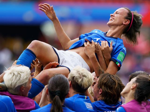 La nazionale femminile ci fa riscoprire la bellezza del calcio (e le sue ingiustizie)
