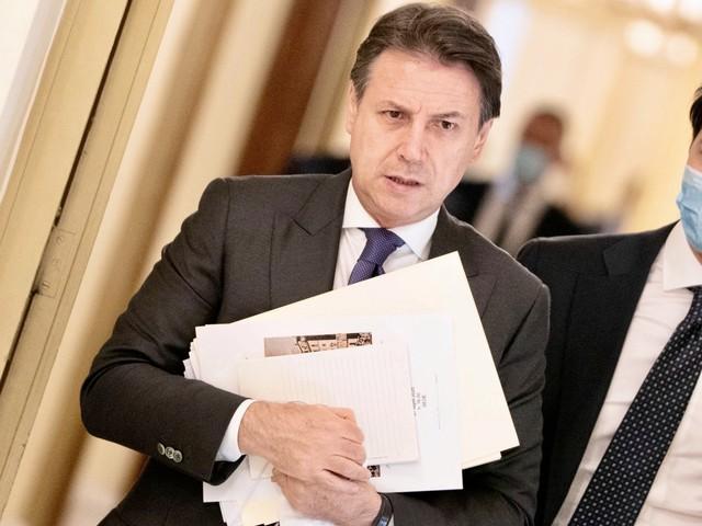 """Sbarchi, Conte come Salvini: """"Non entrano gli irregolari"""""""