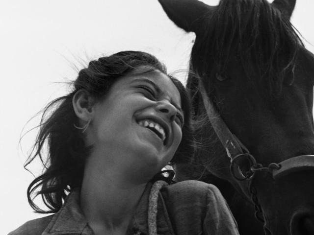 """L'identità, la storia e la """"tragica bellezza"""" di Matera rivive in 40 scatti dei più grandi fotografi del Novecento"""