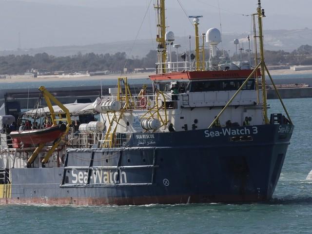 Salvini, la direttiva che vieta alla Sea Watch le acque italiane