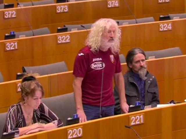 L'eurodeputato irlandese che va in Aula con la maglia del Torino