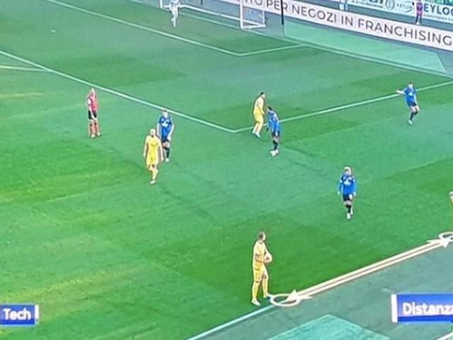 Atalanta-Verona, rimessa battuta 8 metri più avanti: arbitro e var convalidano gol