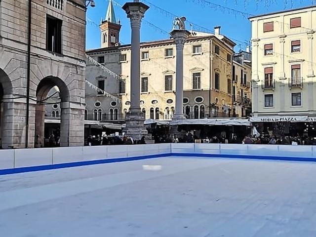 Pista di pattinaggio su ghiaccio a Vicenza