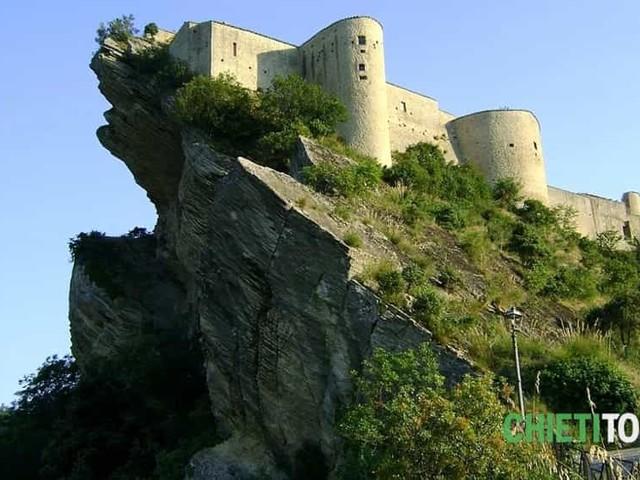 Pasquetta nel borgo medievale di Roccascalegna - Altro - Anygator.com ab0e5b7801