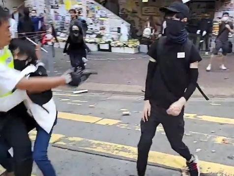 Hong Kong, la polizia spara e ferisce due dimostranti: uno è in gravi condizioni