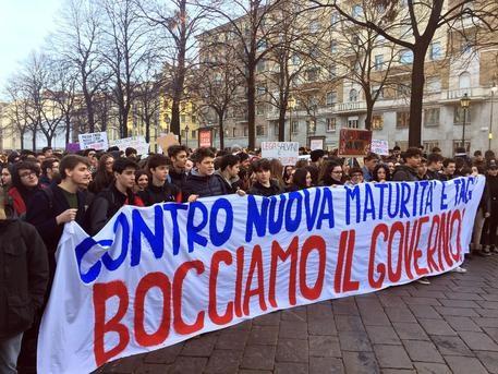 Scuola: studenti oggi in 30 piazze contro nuova maturità