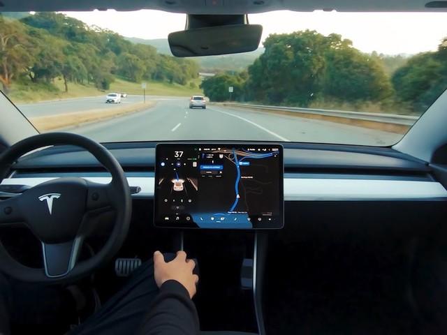 Samsung collaborerà con Tesla per un nuovo chip per la guida autonoma?