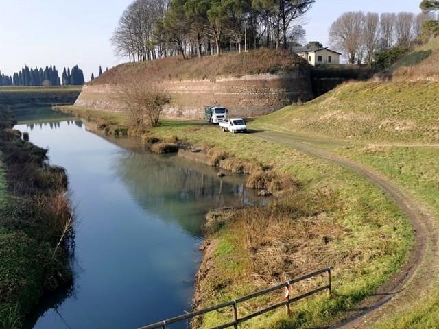 Lavori in Porta Aquileia a Palmanova, ripulite le vasche e via alla passerella pedonale