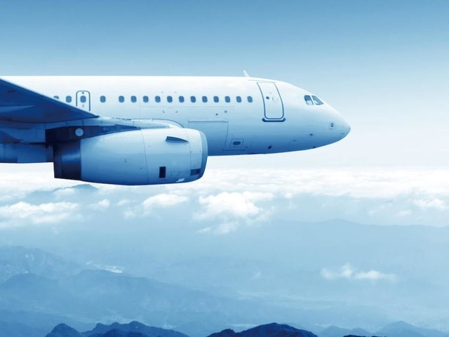 Perché dovresti sempre disinfettare i sedili degli aerei prima di viaggiare