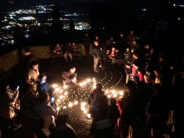 """Orvieto illuminata da 4mila candele, si """"accende"""" anche il Pozzo di San Patrizio"""